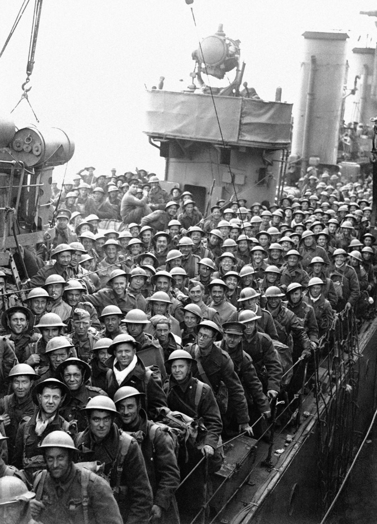 Hundreds of men of the British Expeditionary Force withdrawn from Dunkirk and northern France arrive in England on May 31, 1940. Credit: AP