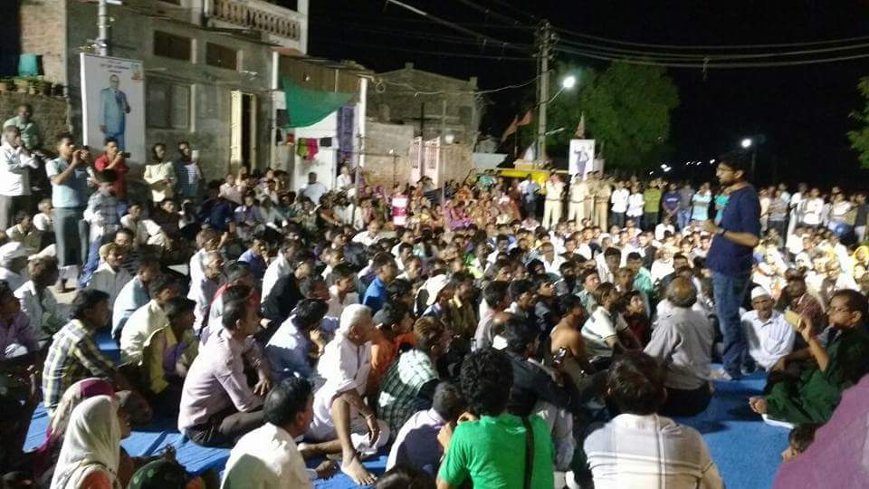 Crowds gathered at Unjha at midnight last night for a public meeting. Credit: Damayantee Dhar