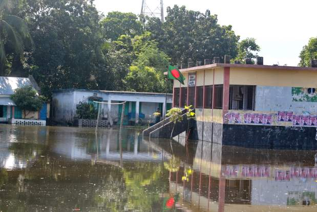 The premises of a school inundated by floodwater in Shibaloy, Manikganj district, Bangladesh. Credit: Farid Ahmed/IPS