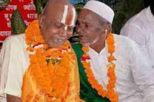 Mahant Bhaskar Das with Hashim Ansari