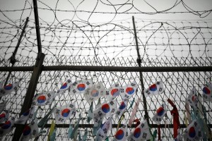 South Korean national flags hang on a barbed-wire fence near the demilitarized zone separating the two Koreas in Paju, South Korea, August 14, 2017. Credit: Reuters/Kim Hong-Ji