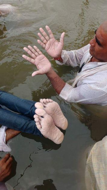 Hands and feet of protesters sitting on a jalsatyagrah in Chhota Barda village in Madhya Pradesh. Courtesy: Narmada Bachao Andolan
