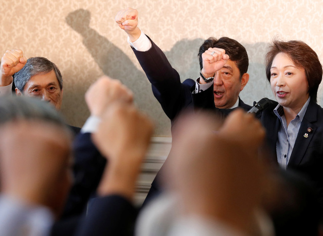 Japan's Prime Minister Shinzo Abe (2nd R) raises his fist with his party's lawmakers at the party lawmakers' meeting after the dissolution of the lower house was announced at the Parliament in Tokyo, Japan September 28, 2017. Credit: Reuters