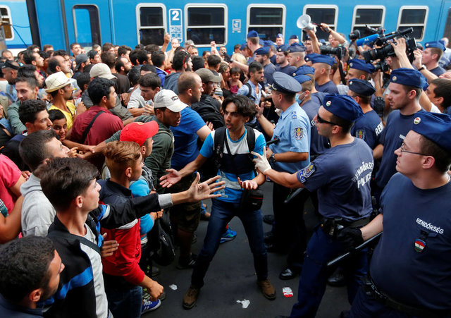 Migrants face Hungarian police in the main Eastern Railway station in Budapest, Hungary, September 1, 2015. Credit:Reuters