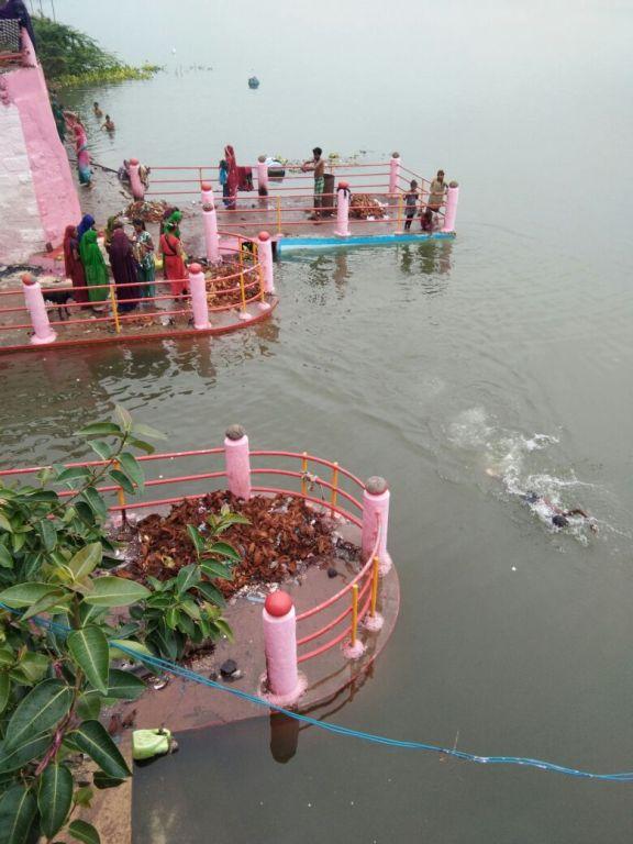 Koteshwar ghat, an important religious site in Madhya Pradesh, is 80% submerged. Courtesy: Narmada Bachao Andolan