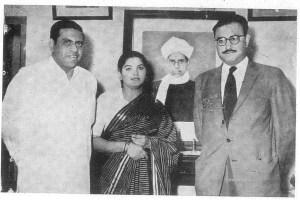 Alladi Ramakrishnan (left) and his wife with Abdus Salam. Credit: Alladi Krishnaswami