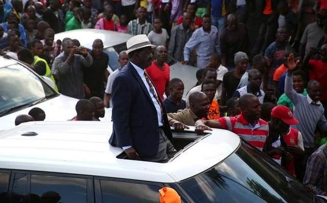 Kenyan opposition leader Raila Odinga of the National Super Alliance (NASA) coalition arrives for a rally in Kibera slums, Nairobi, Kenya, October 27, 2017. Credit: Reuters/Stringer