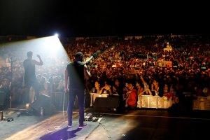 FILE PHOTO: Hamed Sinno (L), the lead singer of Lebanese alternative rock band Mashrou' Leila performs during the Ehdeniyat International Festival in Ehden town, Lebanon August 12, 2017. Credit: Reuters/Jamal Saidi/File Photo