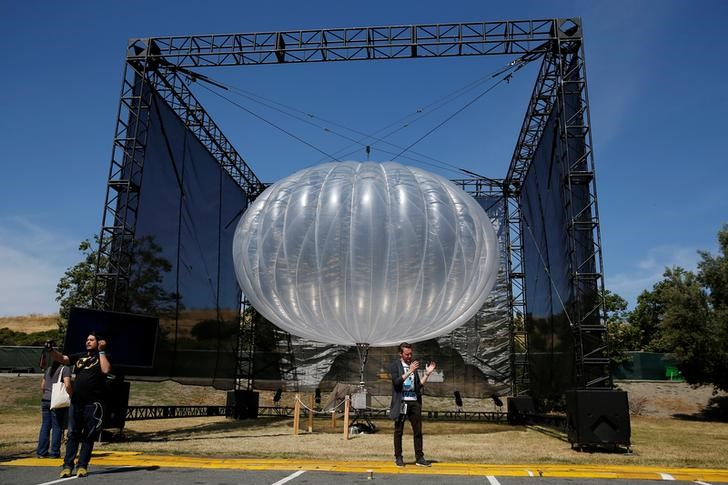 A Google Project Loon internet balloon is seen at the Google I/O 2016 developers conference in Mountain View, California May 19, 2016. Credit: Reuters/Stephen Lam/Files
