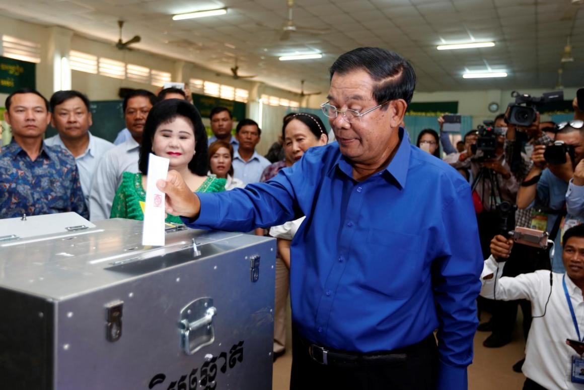 A democrat? Cambodian Prime Minister Hun Sen casts his ballot during local council elections, June 2017. Credit: Reuters/Samrang Pring