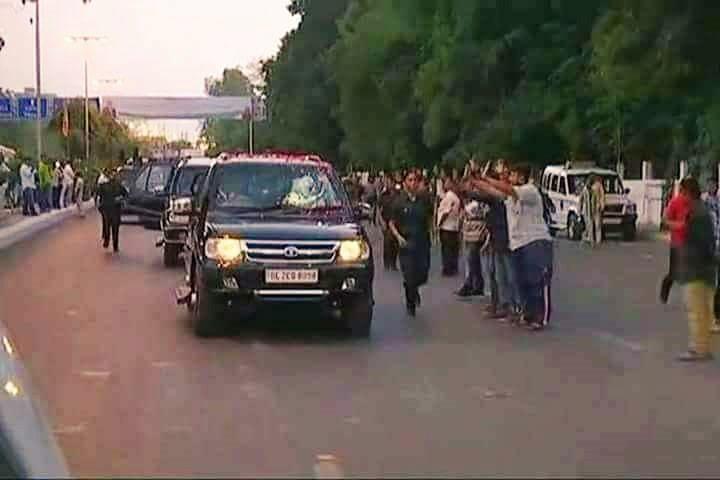 Prime Minister Narendra Modi's road show in Vadodara that barely drew people. Credit: Damayantee Dhar