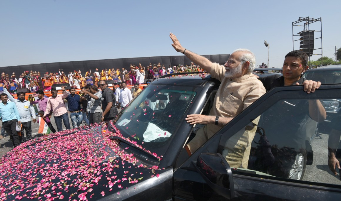 Prime Minister Narendra Modi greeting people in Vadnagar, Gujarat on October 08, 2017. Credit: PIB