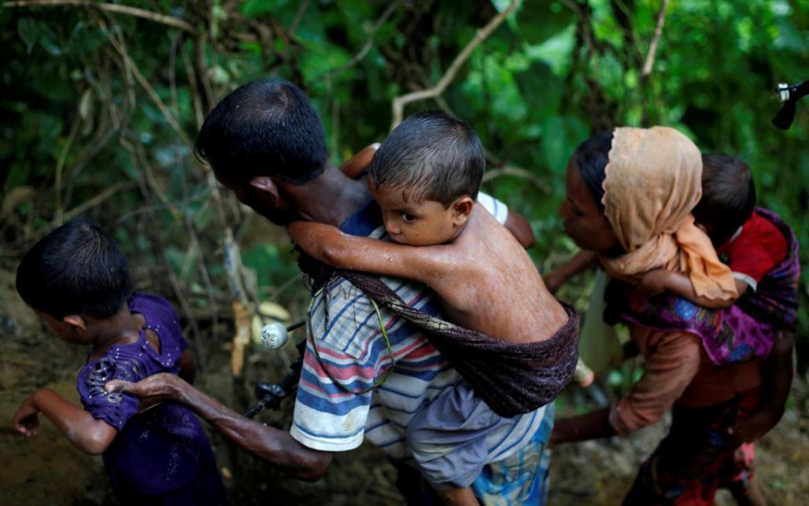 Rohingya refugees climb up a hill after crossing the Bangladesh-Myanmar border in Cox's Bazar, Bangladesh September 8, 2017. Credit: Reuters/Danish Siddiqui