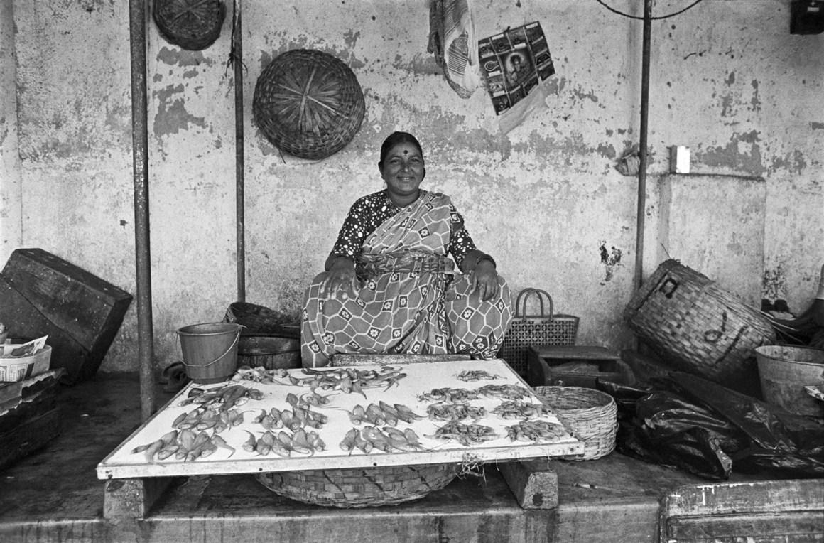 Koli fisherwoman, Bombay 1977. Image Copyright ©Sooni Taraporevala, Image Courtesy: Sunaparanta