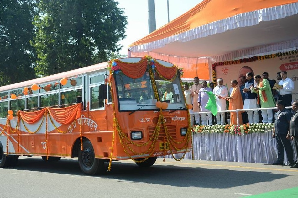 Launch of the bus service by Adityanath. Credit: Twitter/@_garrywalia