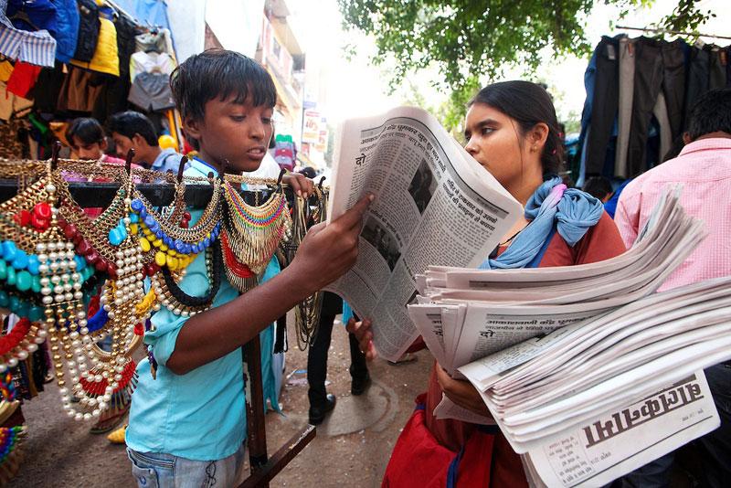 Street children with the Balanknama newspaper. Courtesy: Balaknama.org