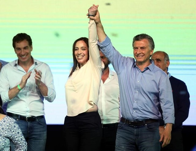 Argentina's President Mauricio Macri and Buenos Aires' governor Maria Eugenia Vidal hold hands as they celebrate at their campaign headquarters in Buenos Aires, Argentina October 22, 2017. Credit: Reuters