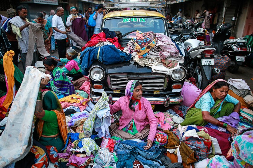 Street sellers in Mumbai. Credit: Danish Siddiqui/Reuters