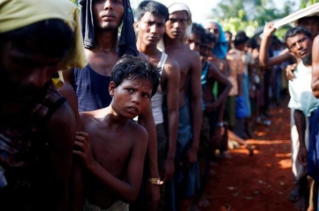 Myanmar Repairs, Fortifies Fence on Bangladeshi Border