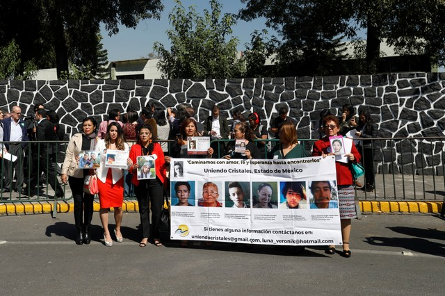 Relatives of missing people hold a protest, outside Los Pinos presidential residence, for the strengthening of the new general law on disappearance, in Mexico City, Mexico November 16, 2017. Credit: Reuters/Carlos Jasso