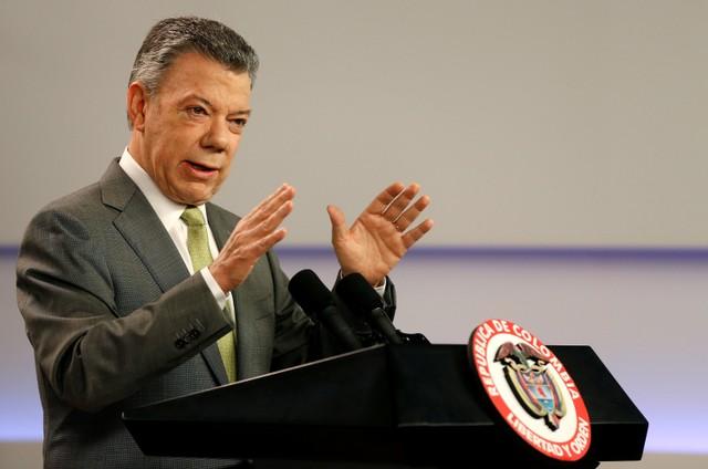 Colombia's President Juan Manuel Santos speaks during a press conference in Bogota, Colombia October 27, 2017. Credit: Reuters/Jaime Saldarriaga