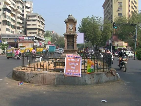 The poster on a busy cross road in Paldi says 'Dont let Paldi become Juhapura', a reference to the famous Muslim-dominated neighbourhood in Ahmedabad. It was removed only after 48 hours. Credit: Damayantee Dhar