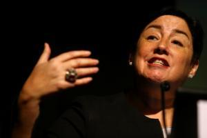 Leftist Chilean presidential candidate Beatriz Sanchez delivers a speech at a businessman conference in Santiago, Chile August 25, 2017. Credit: Reuters/Ivan Alvarado