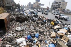 Garbage is piled along a highway in Beirut, Lebanon, September 3, 2015. Credit: Reuters/Mohamed Azakir