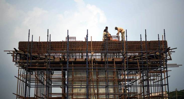 Migrant workers construct a bridge in Palakkad district. Credit: Centre for Migration and Inclusive Development