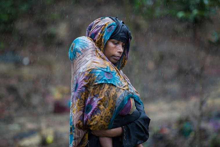 A Rohingya woman and her child at a refugee camp in Bangladesh. Credit: Kamrul Hasan/IPS