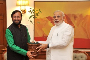 The  Minister of State for Information and Broadcasting (Independent Charge), Environment, Forest and Climate Change (Independent Charge) and Parliamentary Affairs, Shri Prakash Javadekar  presenting a sapling to the Prime Minister, Shri Narendra Modi, in New Delhi on June 05, 2014.