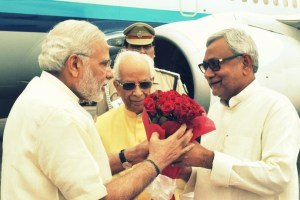 The Prime Minister, Shri Narendra Modi being welcomed by the Governor of Bihar, Shri Keshari Nath Tripathi and the Chief Minister of Bihar, Shri Nitish Kumar, on his arrival, at Patna Airport, Bihar on July 25, 2015.