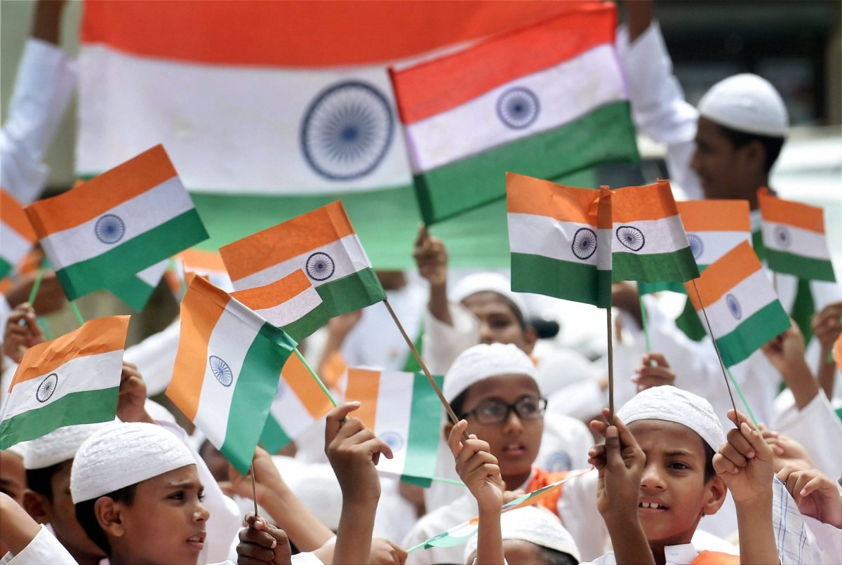 भारत जैसे देश में सिर्फ़ संविधान की सीमाओं में रहकर ही हम आगे बढ़ सकते हैं