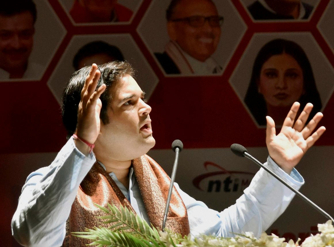 Patna: BJP MP Varun Gandhi speaking at the Parliamentarian Conclave at Gayan Bhawan in Patna on Saturday. PTI Photo(PTI9_9_2017_000080A)