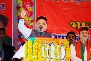 Chamba: BJP National President Amit Shah addressing a public meeting at Banikhet in Chamba district of Himachal Pradesh on Monday. PTI Photo   (PTI10_30_2017_000132A)