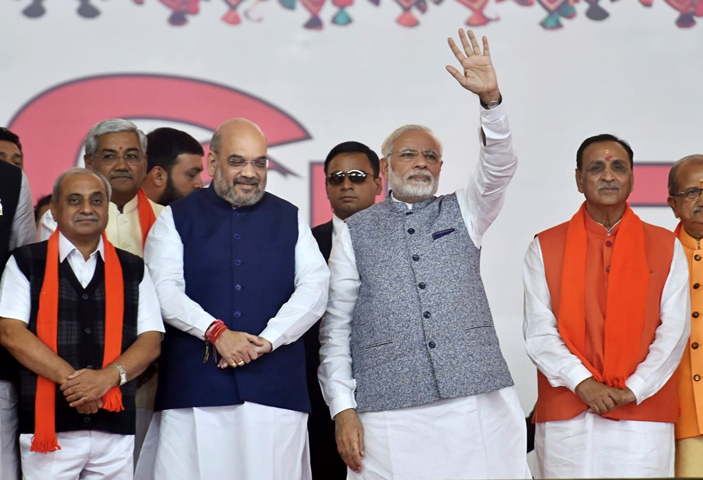 Gandhinagar: Prime Minister Narendra Modi, BJP President Amit Shah along with new CM Vijay Rupani and other state ministers during the swearing-in ceremony at Gandhinagar, Ahmedabad in Gujarat on Tuesday. PTI Photo by Santosh Hirlekar(PTI12_26_2017_000028B)