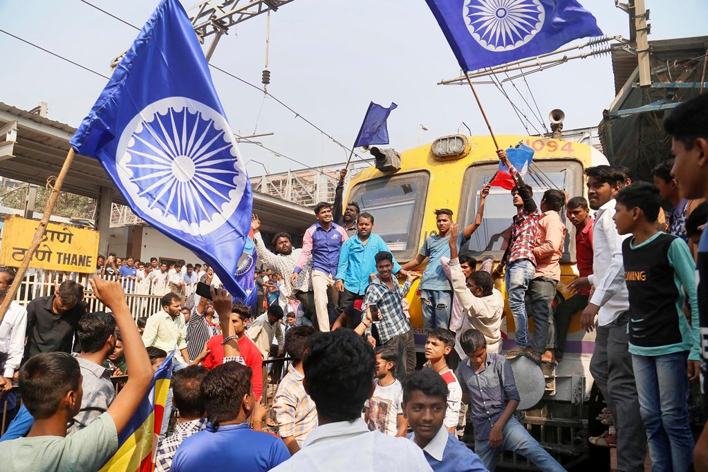 Mumbai: Dalit groups protesting at Thane railway station during the Maharashtra Bandh on Wednesday following clashes between two groups in Bhima Koregaon near Pune, in Mumbai. PTI Photo(PTI1_3_2018_000115B)
