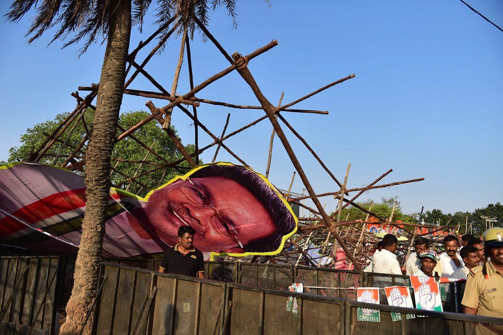 Bengaluru: Cut outs of Chief Minister Siddaramaiah and other leaders collapse during a public rally of Congress president Rahul Gandhi on the last day of his Jana Aashirwada Yatra ahead of Karnataka Assembly elections in Bengaluru on Sunday. PTI Photo by Shailendra Bhojak (PTI4_8_2018_000245B)