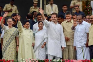 RPTwith caption correction::: Bengaluru: Newly sworn-in Karnataka Chief Minister H D Kumaraswamy, Andhra Pradesh CM N Chandrababu Naidu, AICC President Rahul Gandhi, West Bengal CM Mamata Banerjee, Bahujan Samaj Party (BSP) leader Mayawati and Congress leader Sonia Gandhi wave during the swearing-in ceremony of JD(S)-Congress coalition government in Bengaluru on Wednesday. (PTI Photo/Shailendra Bhojak) (PTI5_23_2018_000145B)