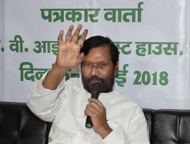 Lucknow: Union Minister Ram Vilas Paswan addresses a press conference in Lucknow on Thursday. PTI Photo by Nand Kumar (PTI5_3_2018_000084B)