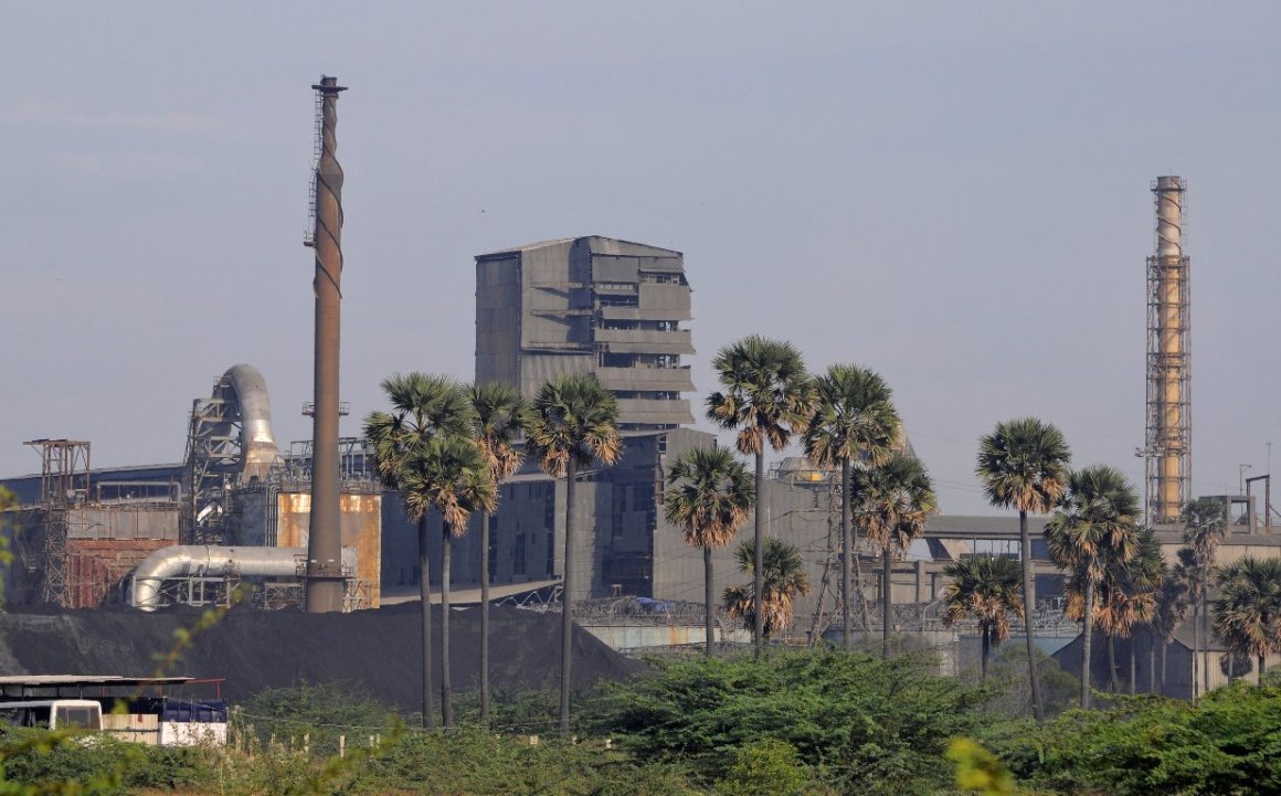 FILE PHOTO: A general view shows Sterlite Industries Ltd's copper plant, a unit of London-based Vedanta Resources, in Tuticorin, in the southern Indian state of Tamil Nadu April 5, 2013. REUTERS/Stringer/File Photo