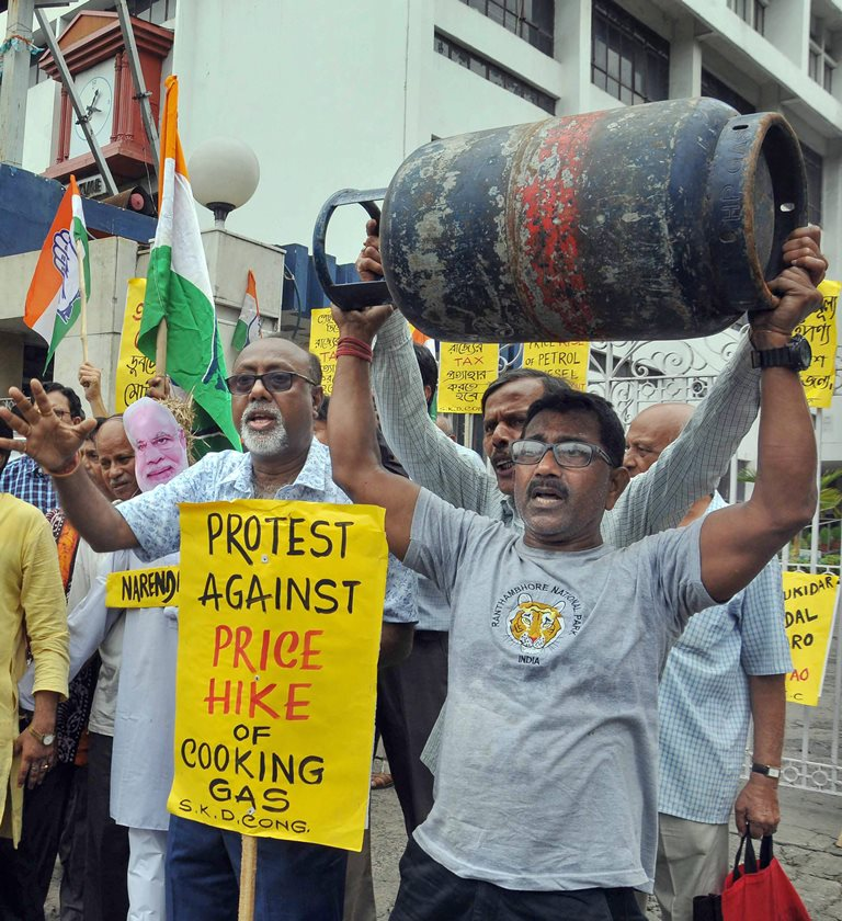 Kolkata: Congress activists stage a demonstration in front of Indian Oil Bhavan against the fuel price hike, in Kolkata on Friday, June 01, 2018. (PTI Photo)(PTI6_1_2018_000062B)