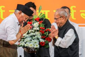 Nagpur: Former president Pranab Mukherjee being welcomed by Rashtriya Swayamsevak Sangh (RSS) chief Mohan Bhagwat at the closing ceremony of 'Tritiya Varsha Sangh Shiksha Varg', an Rashtriya Swayamsevak Sangh (RSS) event to mark the conclusion of a three-year training camp for swayamsevaks in Nagpur, on Thursday, June 07, 2018. (PTI Photo)(PTI6_7_2018_000147B)
