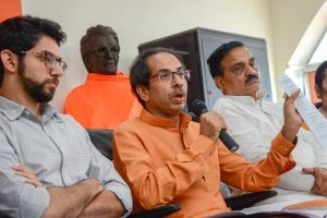 Mumbai: Shivsena Chief Uddhav Thackeray with Yuva Sena Chief Aditya Thackeray address a press conference, in Mumbai on Thursday, May 31, 2018. (PTI Photo)(PTI5_31_2018_000185B)