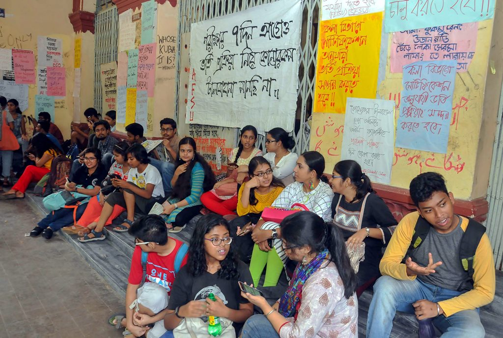 Kolkata: Students stage a sit-in protest at the Jadavpur University against its decision to scrap entrance test for six undergraduate courses, on the campus of the university, in Kolkata on Friday, July 6, 2018. (PTI Photo)  (PTI7_6_2018_000139B)