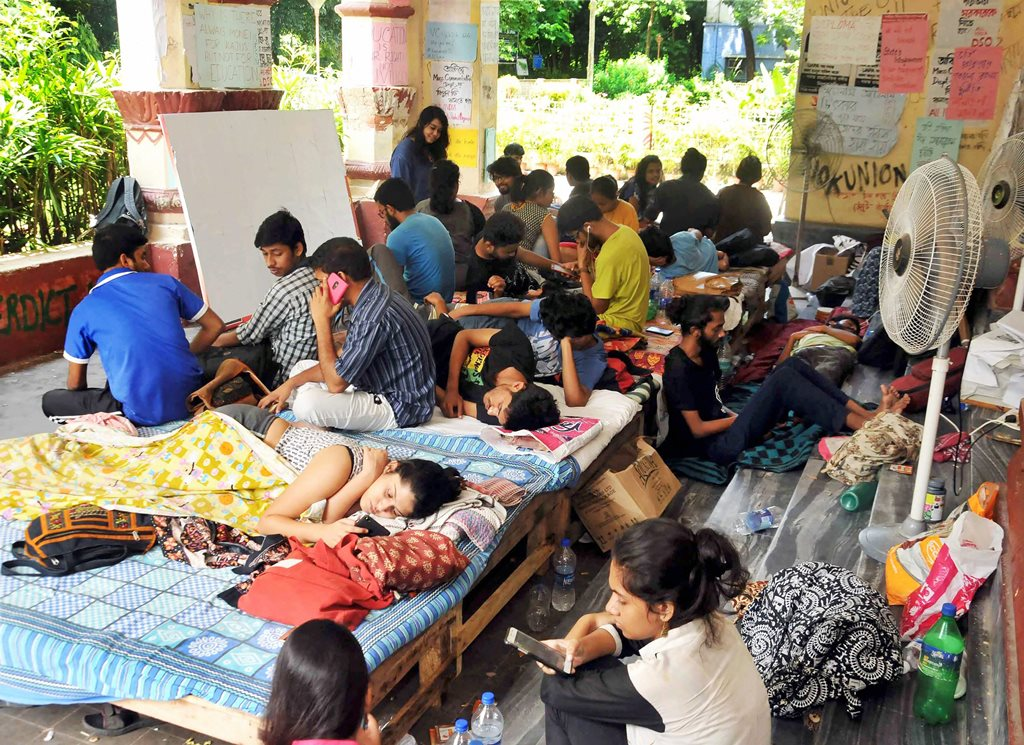 Kolkata: Students of Jadavpur University in an indefinite hunger strike on the second day, to protest against University's decision to scrap entrance test for six undergraduate courses in Humanities subjects in coming academic session, at Jadavpur University in Kolkata on Sunday, July 08, 2018. (PTI Photo) (PTI7_8_2018_000062B)
