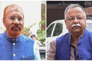 Ahmedabad: Former police officer DG Vanzara and NK Amin arrives at a special CBI court for a hearing in the alleged fake encounter case of Ishrat Jahan and others, in Ahmedabad on Tuesday, August 07, 2018. CBI court today rejected the discharge applications of former Gujarat Police officers D G Vanzara and N K Amin in the said case. (PTI Photo/Santosh Hirlekar) (Story no LGB4)(PTI8_7_2018_000172B)