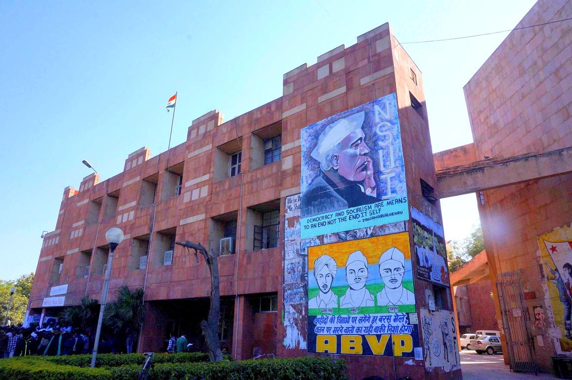 हिंदी माध्यम के विद्यार्थियों के लिए जेएनयू वाम राजनीति से कहीं बढ़कर है