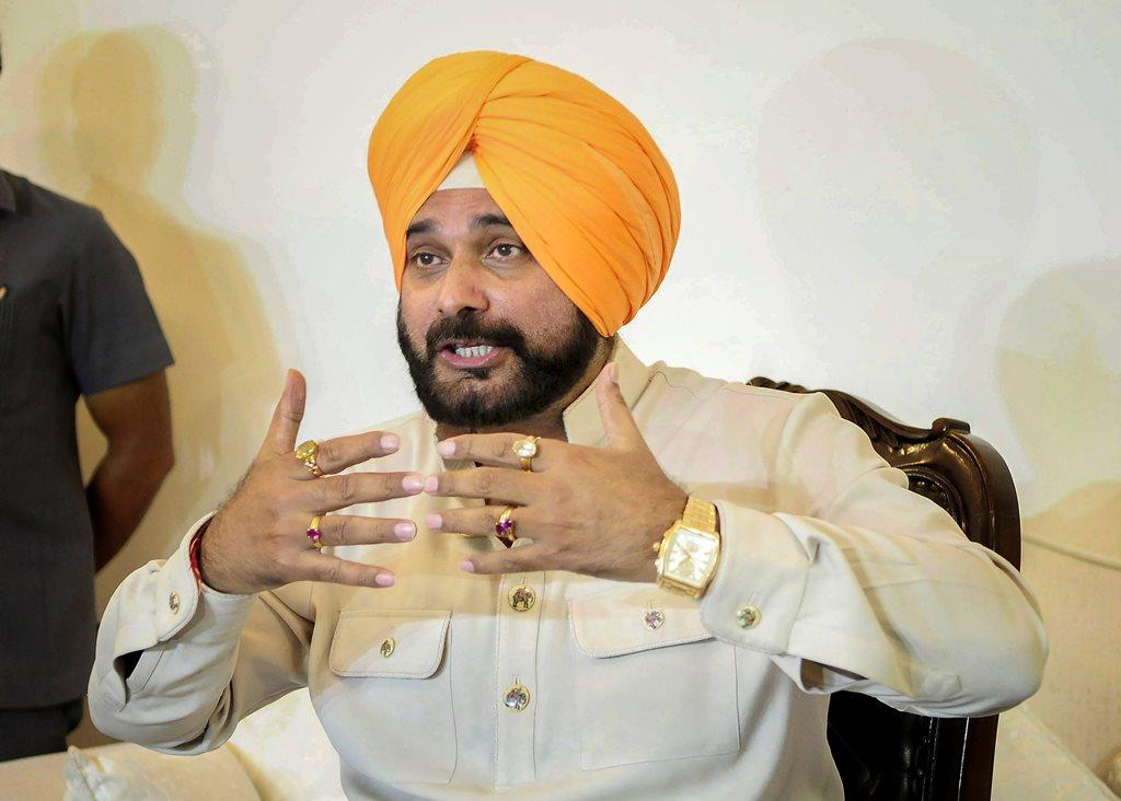 नवजोत सिंह सिद्धू का क्रिकेट से लेकर राजनीति तक का सफर जानिए।