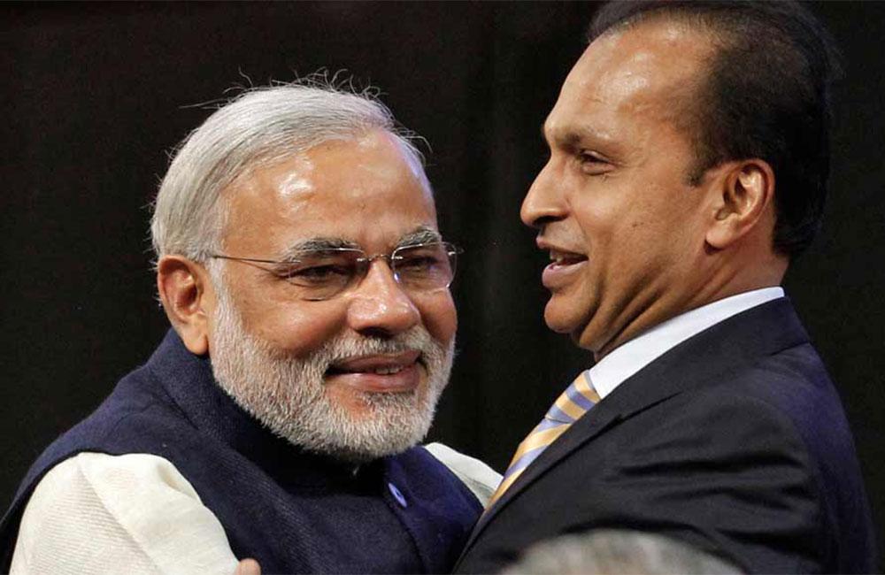 प्रधानमंत्री नरेंद्र मोदी के साथ अनिल अंबानी. (फाइल फोटो: रॉयटर्स)